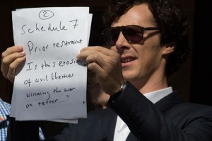 Benedict-Cumberbatch-with-signs-in-protest-of-the-recent-detention-David-Miranda-2205497